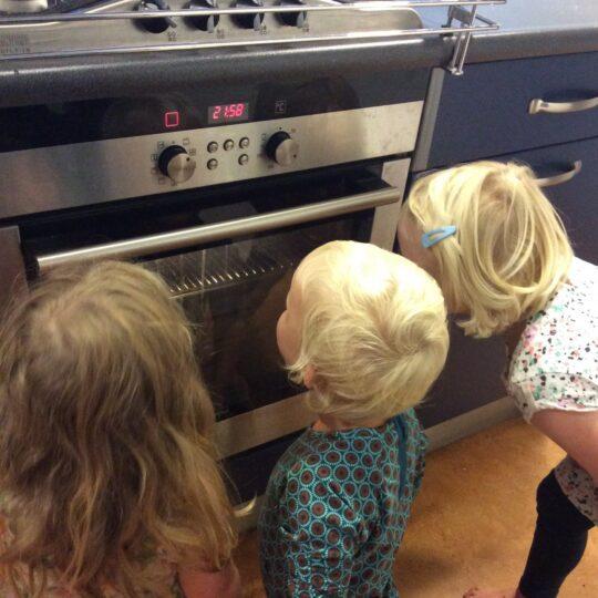 5 tips voor het koken met kinderen door Tischa Neve